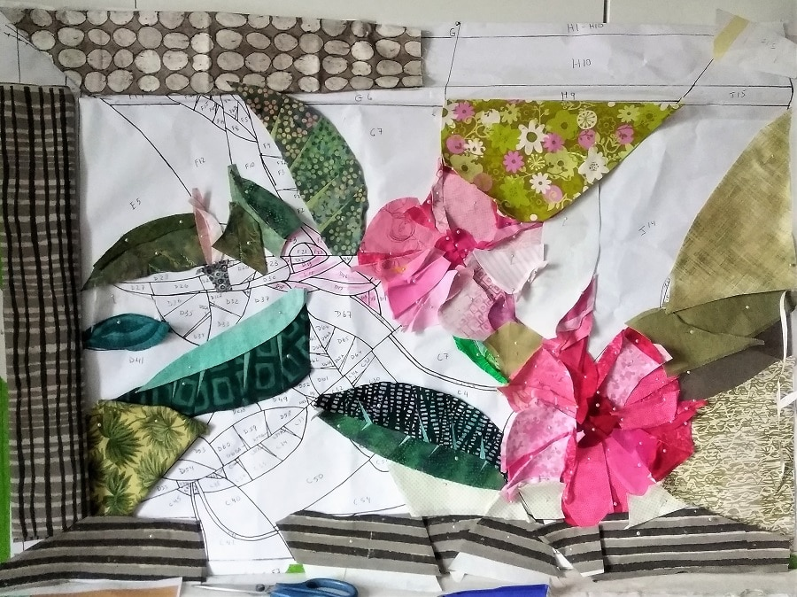 brown border on hibiscus flower quilt in progress by canadian doris lovadina-lee